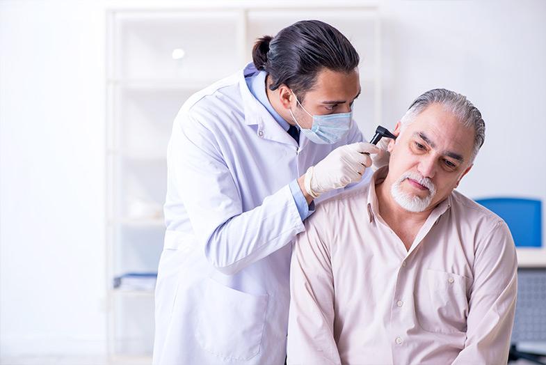 Qual é a importância de alertar sobre a saúde dos ouvidos?