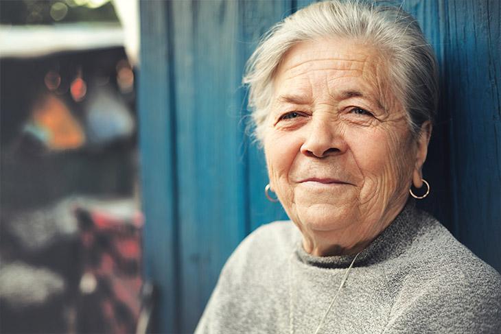 Como o documento ajuda a garantir o direito dos idosos?